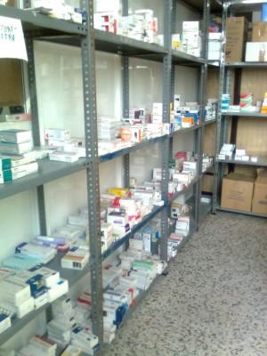 En la sede de la casa de la Caridad se selecciona, toda clase de medicamentos y material Sanitario sin caducar, para su envío.