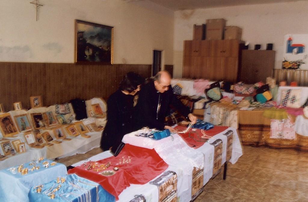 Exposición de trabajos manuales.D. Francisco Obispo de de la Diócesis Orihuela Alicante