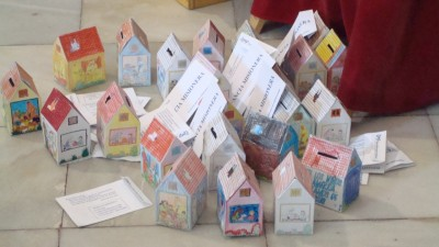 Huchas realizadas por los niños en catequesis con sus donaciones